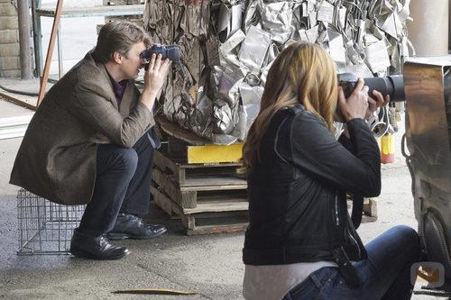 Castle y Beckett tratan de acabar con LokSat en 'Castle'