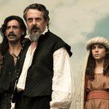 Alonso y Amelia se hacen pasar por actores en la obra de teatro de Cervantes