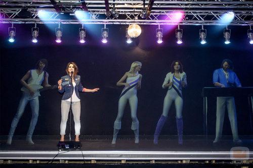 Barei canta junto a ABBA en su museo
