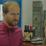 Rafi habla con Carmen sobre su madre en 'Allí Abajo'