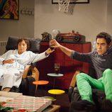 Amador y Doña Fina ven la televisión