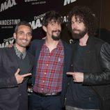 Juan, Damián y Marron en la premiere de 'Clandestino con David Beriain'