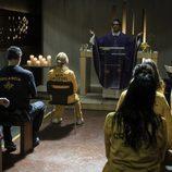 Las reclusas de Cruz del Sur acuden a una misa en 'Vis a vis'