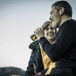 Macarena y Fabio beben cerveza juntos en 'Vis a vis'