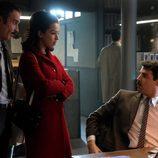 Expósito y Clara acuden a la comisaría para hablar con Montenegro