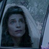 Inés preocupada ante la lluvia