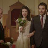 Inés llega al altar junto a su hermano Carlos