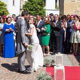 Carmen e Iñaki fuera de la iglesia tras su boda en 'Allí abajo'