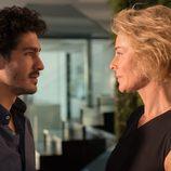 Claudia se enfrenta a Carlos en 'La Embajada'