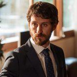 Eduardo no está dispuesto a que su negocio se  derrumbe en 'La Embajada'