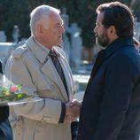 Luis acude al entierro de Bernardo en 'La Embajada