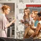 Judith habla con sus amigas sobre su nuevo trabajo en 'La que se avecina'