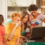 Las chicas cotillean al nuevo ligue de Judith en 'La que se avecina'