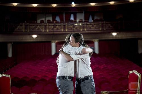 Pablo Iglesias y Joaquín Reyes se abrazan en 'Feis to feis'