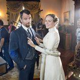 Esmeralda Moya y Carles Francino durante el rodaje de 'Víctor Ros'