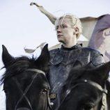 Brienne se prepara para la batalla en el 6x08 de 'Juego de Tronos'