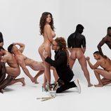 Lola Ortiz ('Supervivientes'), desnuda, se deja firmar el culo por Torito