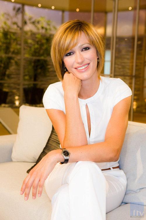 Susanna griso posa en el sof de la tertulia de 39 espejo p blico 39 fotos formulatv - Antena 3 espejo publico ...