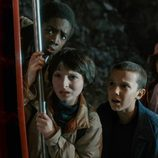 Los amigos del niño desaparecido en 'Stranger Things' intentan encontrarle