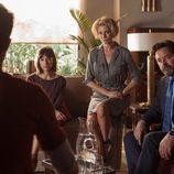 Luis, Claudia y Esther interrogan a un sospechoso en 'La Embajada'