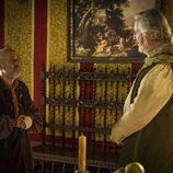 Satur le pide algo al Rey Felipe IV en 'Águila Roja'