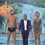 Jorge Javier Vázquez junto a Yola y Jorge antes de decir quién es el ganador de 'Supervivientes 2016'
