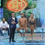 Jorge Javier Vázquez junto a Jorge y Yola momentos antes de desvelar al ganador de 'Supervivientes 2016'
