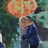 Jorge Javier Vázquez y Mila Ximénez se funden en un abrazo en 'Supervivientes 2016'