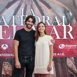 Aitor Luna y Michelle Jenner en la presentación de 'La catedral del mar'