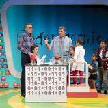 Juan y Medio y Mario Picazo junto a los niños de 'Poder Canijo'
