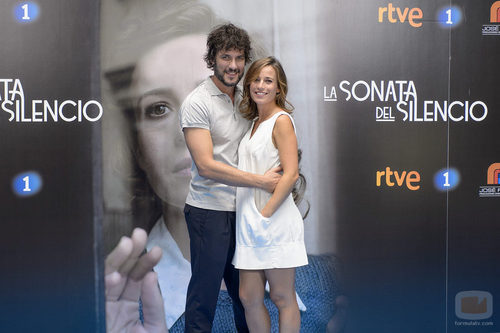 Daniel Grao y Marta Etura en la presentación de 'La sonata del silencio' en el FesTVal de Vitoria