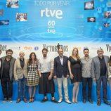 """La """"familia"""" de 'Víctor Ros' en la presentación de RTVE de su segunda temporada"""