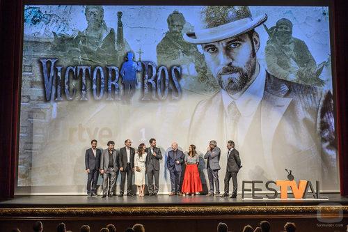 El equipo de 'Víctor Ros' presentando la segunda temporada en el preestreno