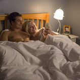Orlando Bloom y Malin Akerman en 'Easy'