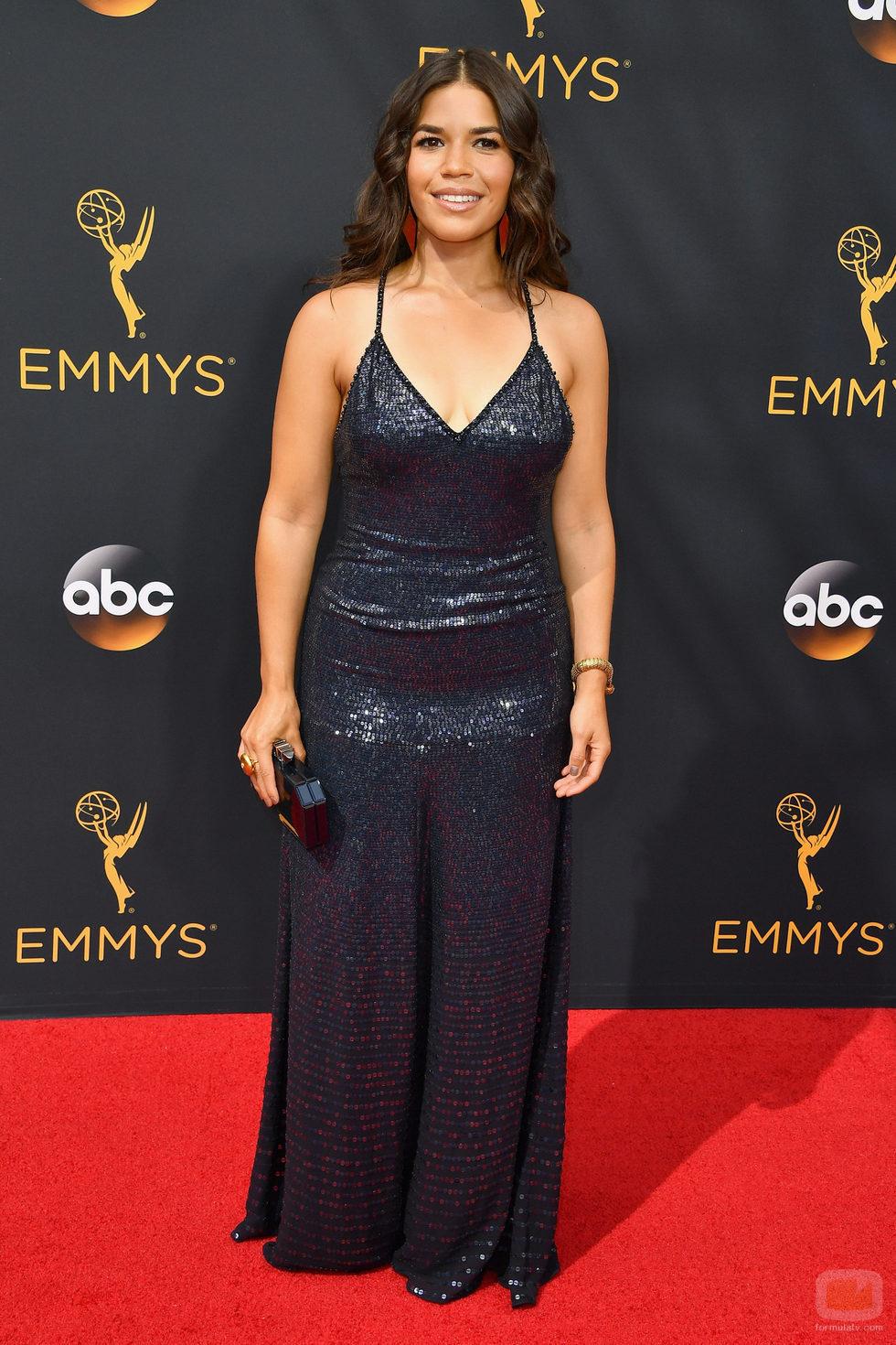 America Ferrera en la alfombra roja de los Premios Emmy 2016