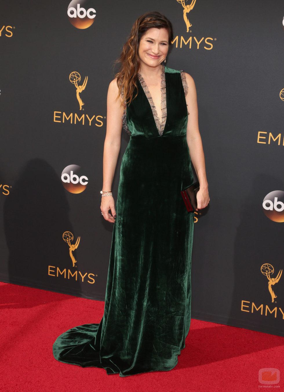 Kathryn Hahn en la alfombra roja de los Premios Emmy 2016