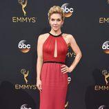 Rhea Seehorn en la alfombra roja de los Premios Emmy 2016