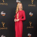 Portia Doubleday en la alfombra roja de los Premios Emmy 2016
