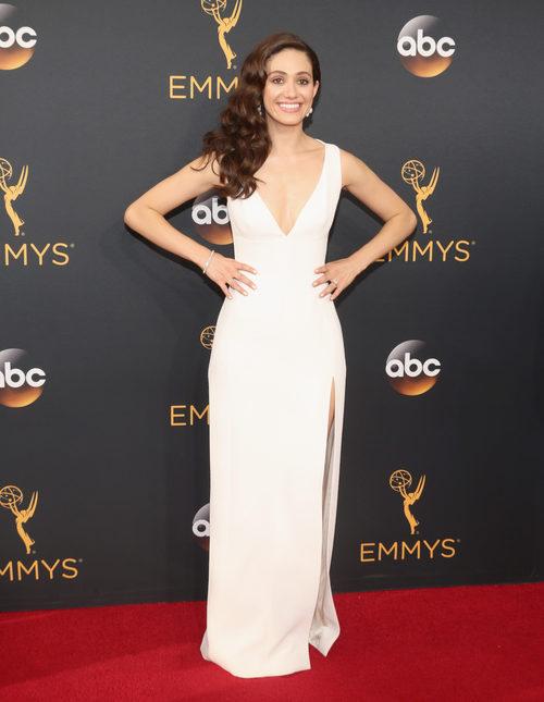 Emmy Rossum en la alfombra roja de los Premios Emmy 2016