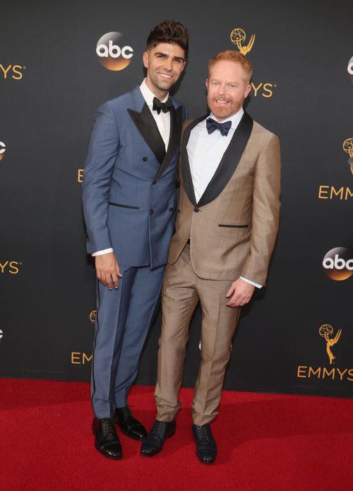 Jesse Tyler Ferguson en la alfombra roja de los Premios Emmy 2016