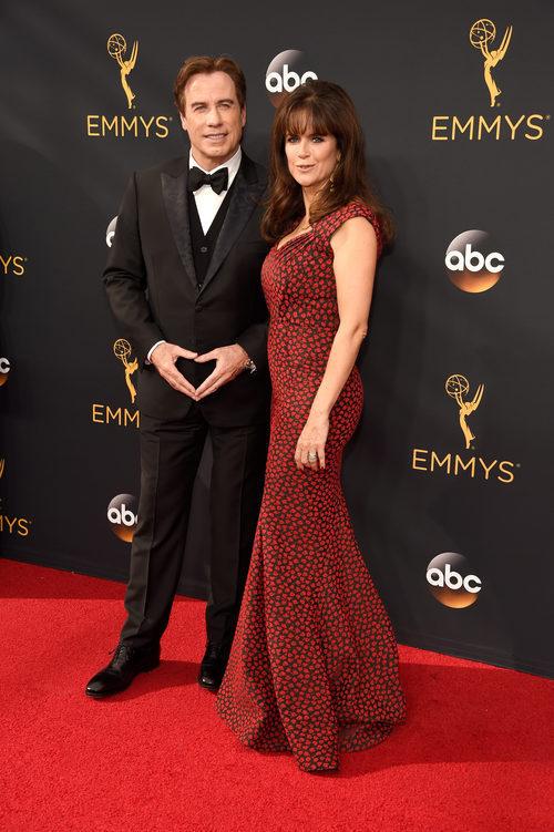 John Travolta en la alfombra roja de los Premios Emmy 2016