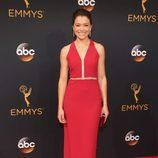 Tatiana Maslany en la alfombra roja de los Premios Emmy 2016