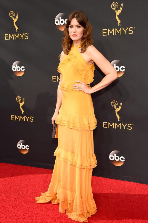 Mandy Moore en la alfombra de los Premios Emmy 2016