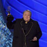 Louie Anderson recogiendo su Premio Emmy en 2016