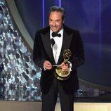 D.V. DeVincentis recogiendo su Premio Emmy 2016