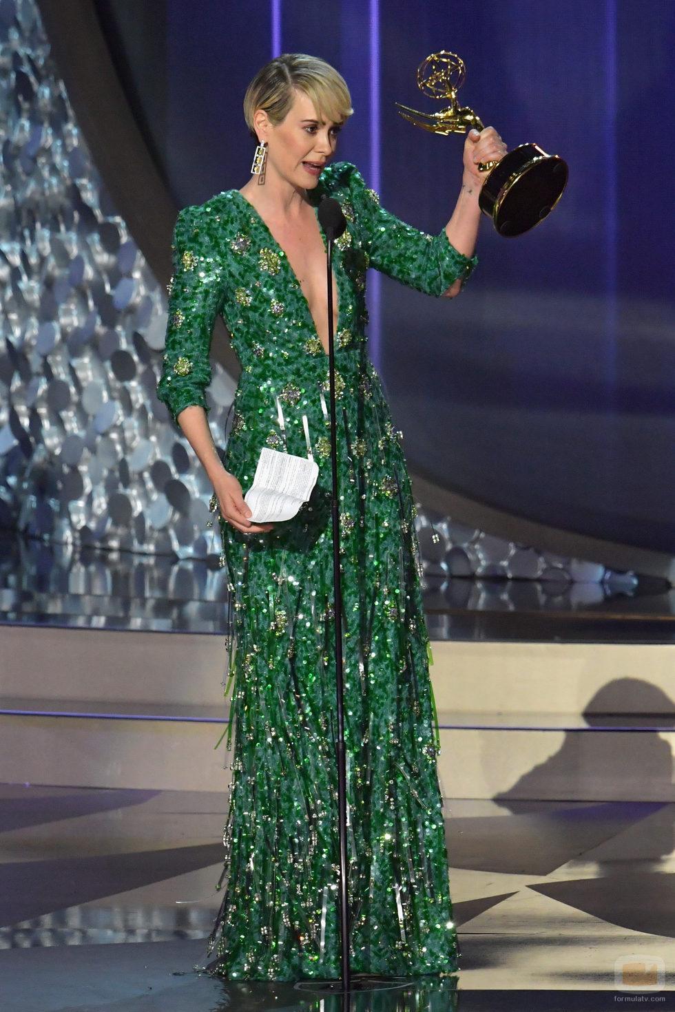 Sarah Paulson recogiendo su Premio Emmy 2016