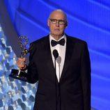 Jeffrey Tambor recogiendo su Premio Emmy 2016