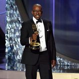 Courtney B. Vance recogiendo su Premio Emmy 2016