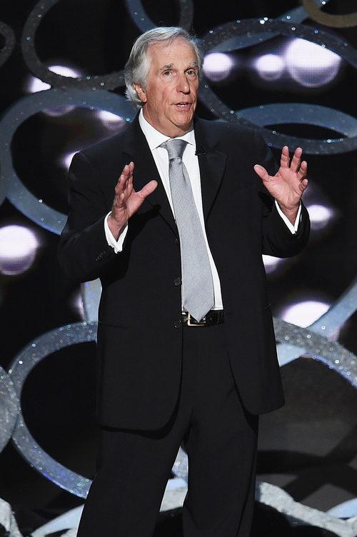 Henry Winkler amenizando los Premios Emmy 2016