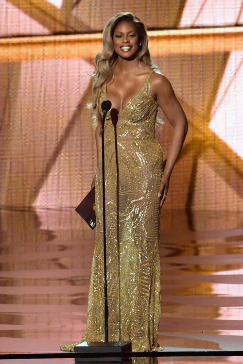 Laverne Cox presentando en los Premios Emmy 2016